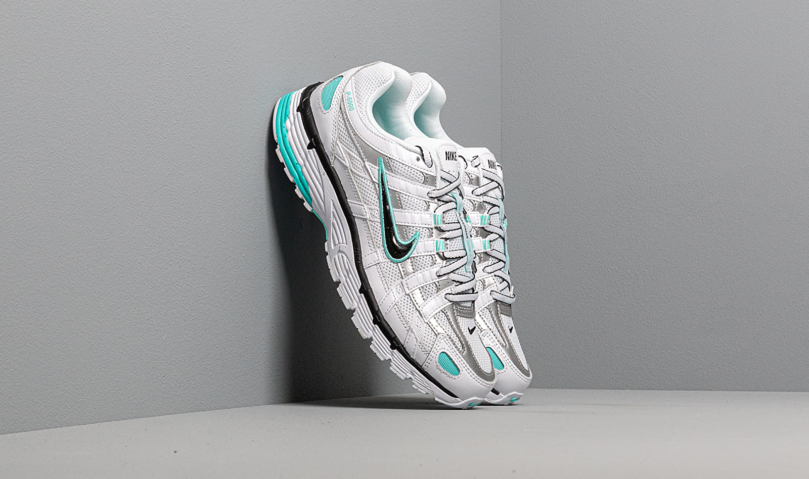 Nike W P-6000 White/ Black-Metallic Silver-Light Aqua