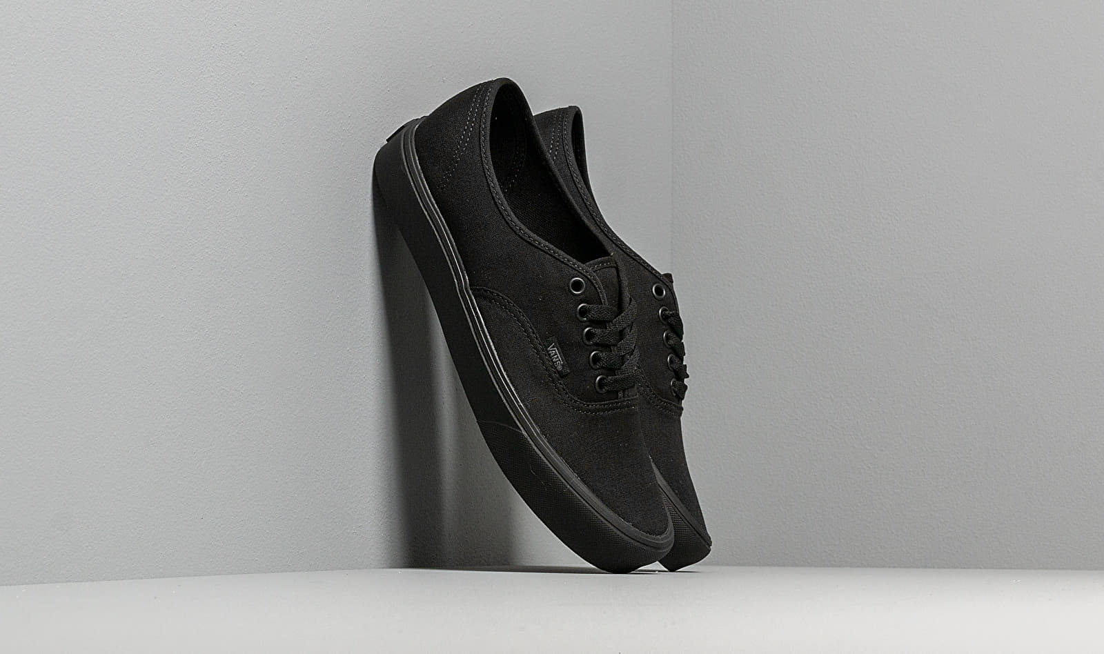 Vans Authentic Lite (Canvas) Black/ Black VN0A2Z5J186